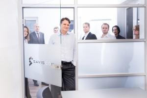 Geschäftsführer Ingo Simon und Team im SAVISCON Büro