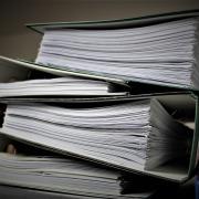 Sinnbild Ordner mit vielen Dokumenten